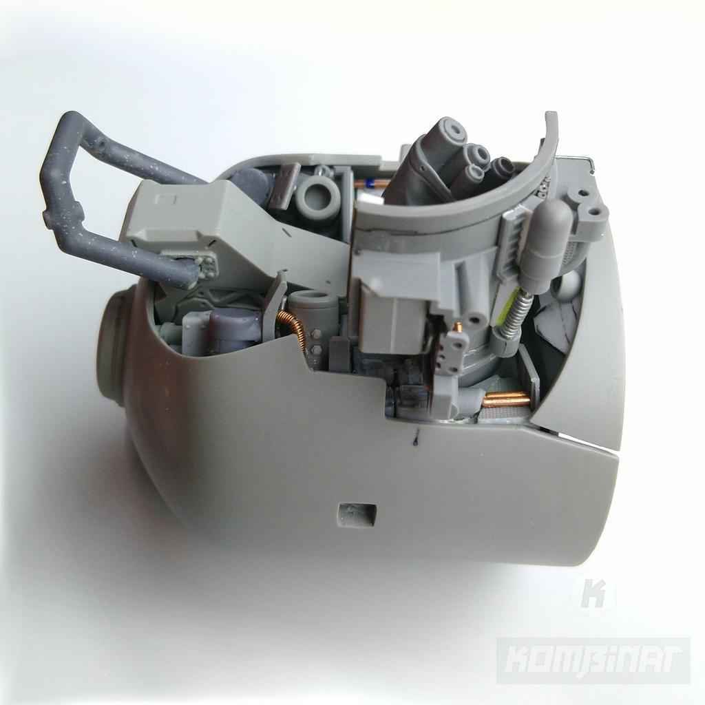 Sci-fi military mecha drone resin kit work in progress: complete bottom equipment